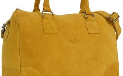 Schicke Wildledertasche von Gusti Leder Studio in kräftigem Senfgelb