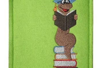 Bestickte Tablet Tasche Bücherwurm in grün